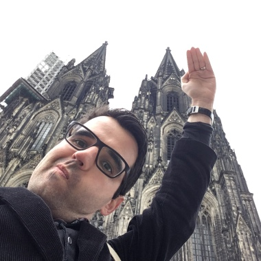 How do you fit a building as tall as the Cologne Cathedral into a square Instagram photo?