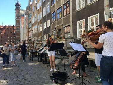 String quartet on Saint Mary Street in Gdansk
