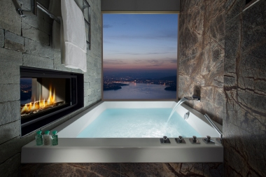 Standard Bathroom in the Bürgenstock Hotel (5* Superior; © Bürgenstock Hotels AG)