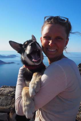 Astrid Elberg Thomsen with the Alaskan Husky puppy Askepot